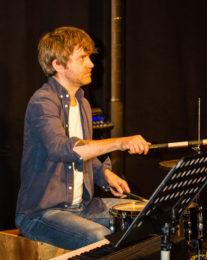 Jonas Galatius på trummor